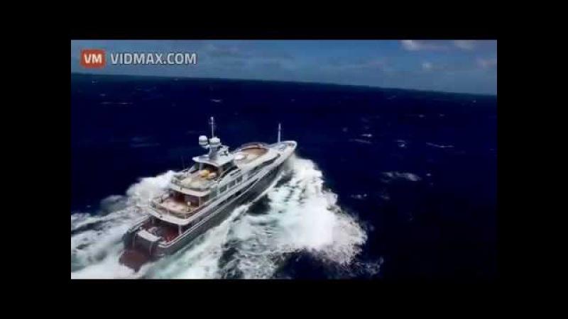 Mega private yacht hits rough seas