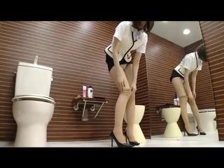 японки в туалете смотреть видео сидела