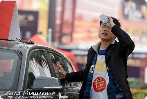 Китаец, проживающий в Нью-Йорке, обратился в местный банк с просьбой п