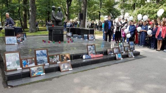 День солидарности в борьбе с терроризмом липчане отметили у памятника погибшим детям — Изображение 1