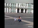 Диди гуляет по дворцовой :)