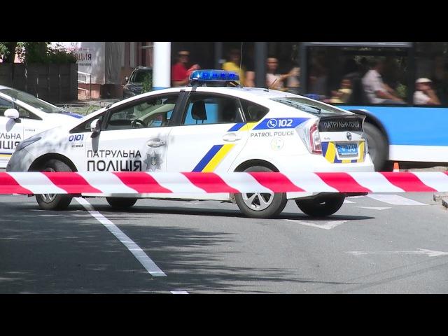 Поліція розшукує зловмисників, які кинули вибуховий предмет в магазин у м Вінни...