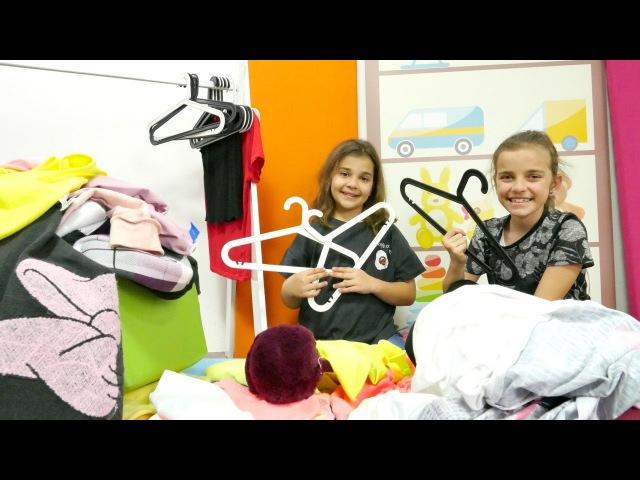 Kızoyunları. Sema ve Ayça Kim daha fazla kıyafet giyer oyunu oynuyorlar. Eğlenceli video Türkçe