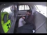 Сбежал из машины полиции используя одну только зажигалку