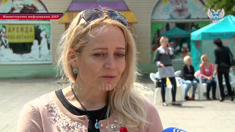 Жители Донецка зажгли лампады и запустили в небо воздушные шары в память о жертвах СПИДа