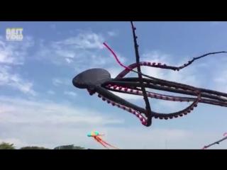 Гигантский воздушный осьминог