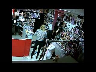 Разбойное нападение на секс шоп