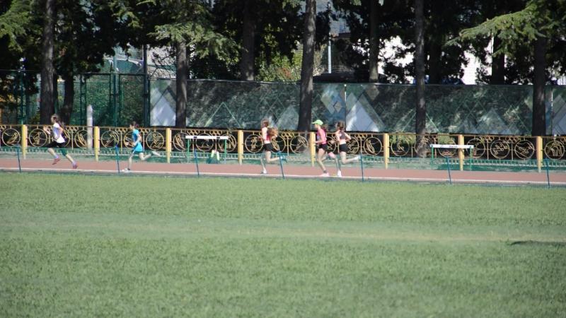 500 метров бежит Ксения Зырянова