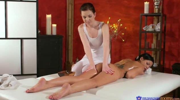 MassageRooms – Amanda Black And Daphne Angel