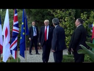 «За спиной, как за стеной»׃ на групповой фотографии Дональд Трамп загородил Ангелу Меркель