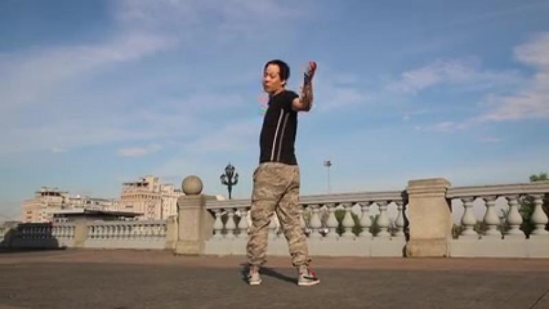 Круговой Глайд обучение _ Лунная походка _ Glide Moonwalk tutorial ( 240 X 426 ).mp4 » Freewka.com - Смотреть онлайн в хорощем качестве