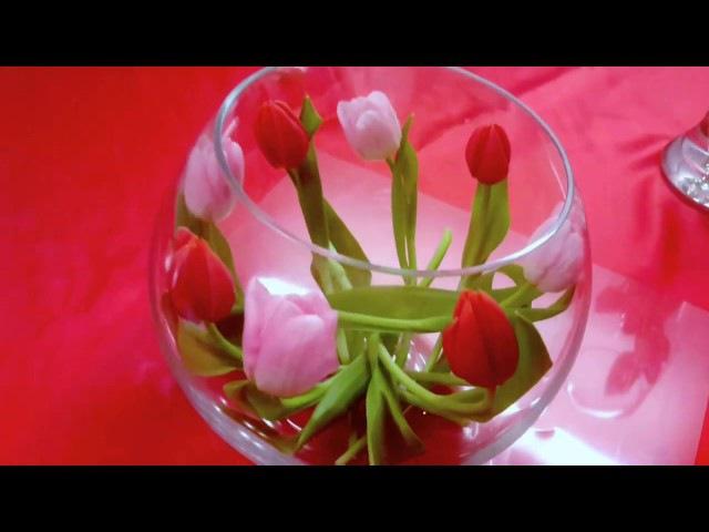 КОМПОЗИЦИЯ ИЗ ЦВЕТОВ В СТЕКЛЯННОЙ ВАЗЕ ТЮЛЬПАНЫ tulips in vases 郁金香在花瓶
