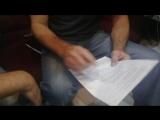 Сергей Маховиков и Гийом Рат учать песню в студии Ворона