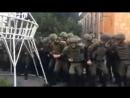 Ильичёвск.18 сентября,2017.Вонючки распылили газ возле суда.