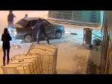 Лихач протаранил на машине здание аэропорта в Казани
