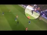 Моуриньо пинает мяч в Конте