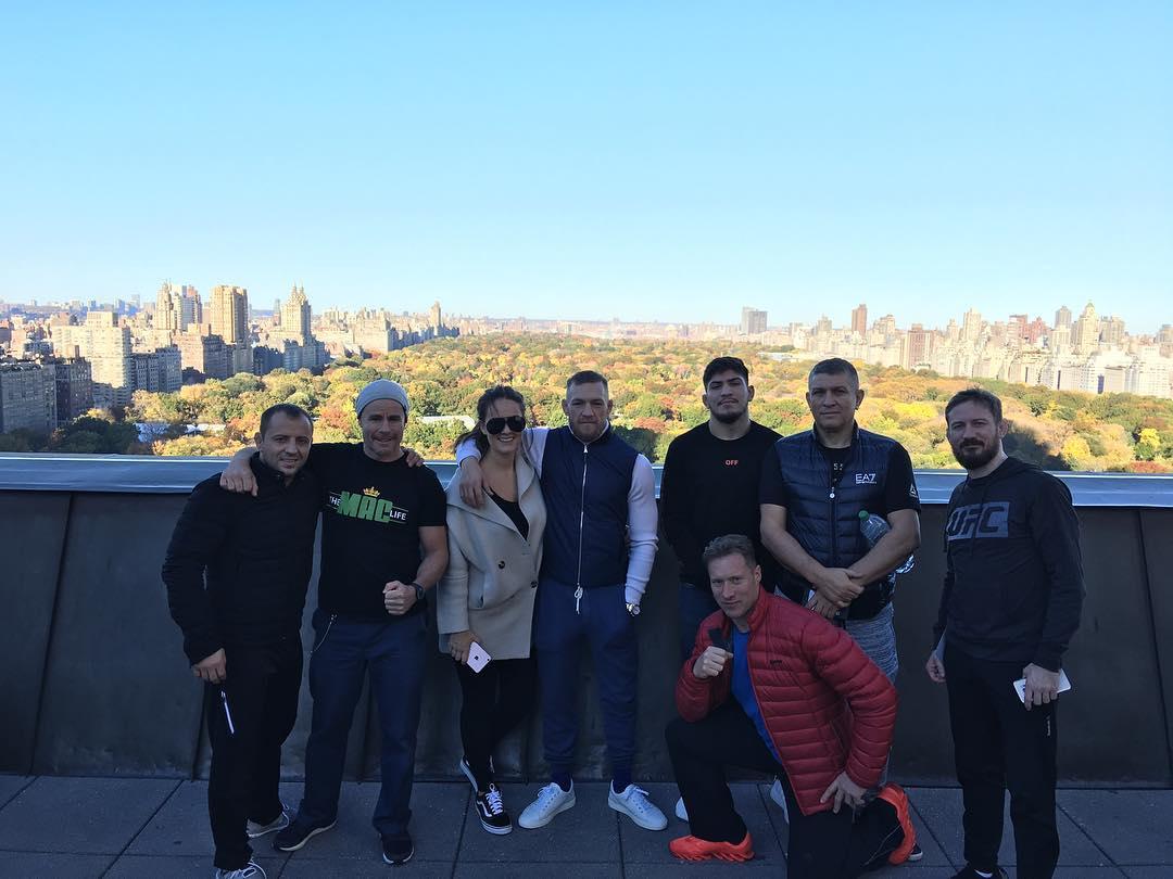 Конор МакГрегор с командой в Нью-Йорке