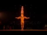 Дуэт акробатов из шоу цирка Дю Солей