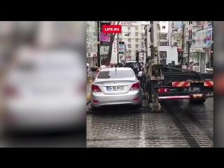 Турецкие эвакуаторщики делают это по-быстрому