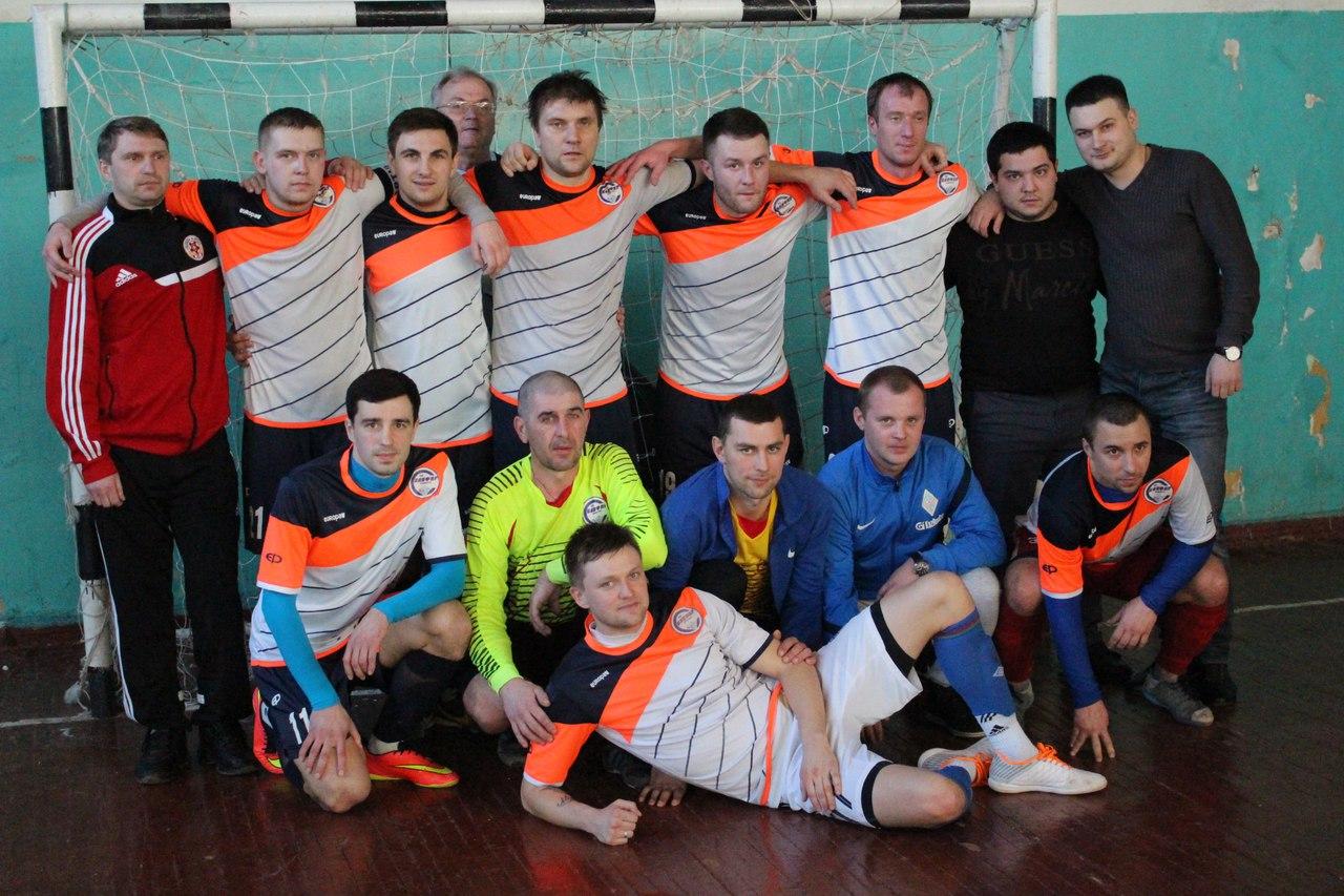 Заключительная игра чемпионата между «Сапфиром», опережавшим преследователей из Дружковки на 1 очко, получилась на загляденье.