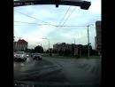 Двое решили не стоять на светофоре и выехали на встречку.
