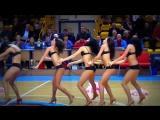 Кукольный танец. Спортивные девахи машут сильными ногами