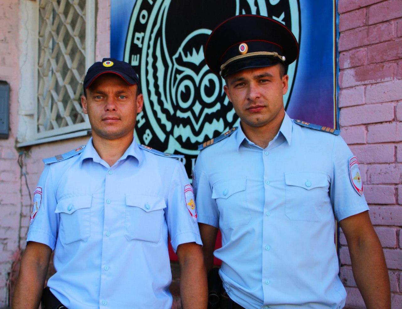 Слева старший сержант Евгений Васильев и справа сержант Сергей Аннушкин