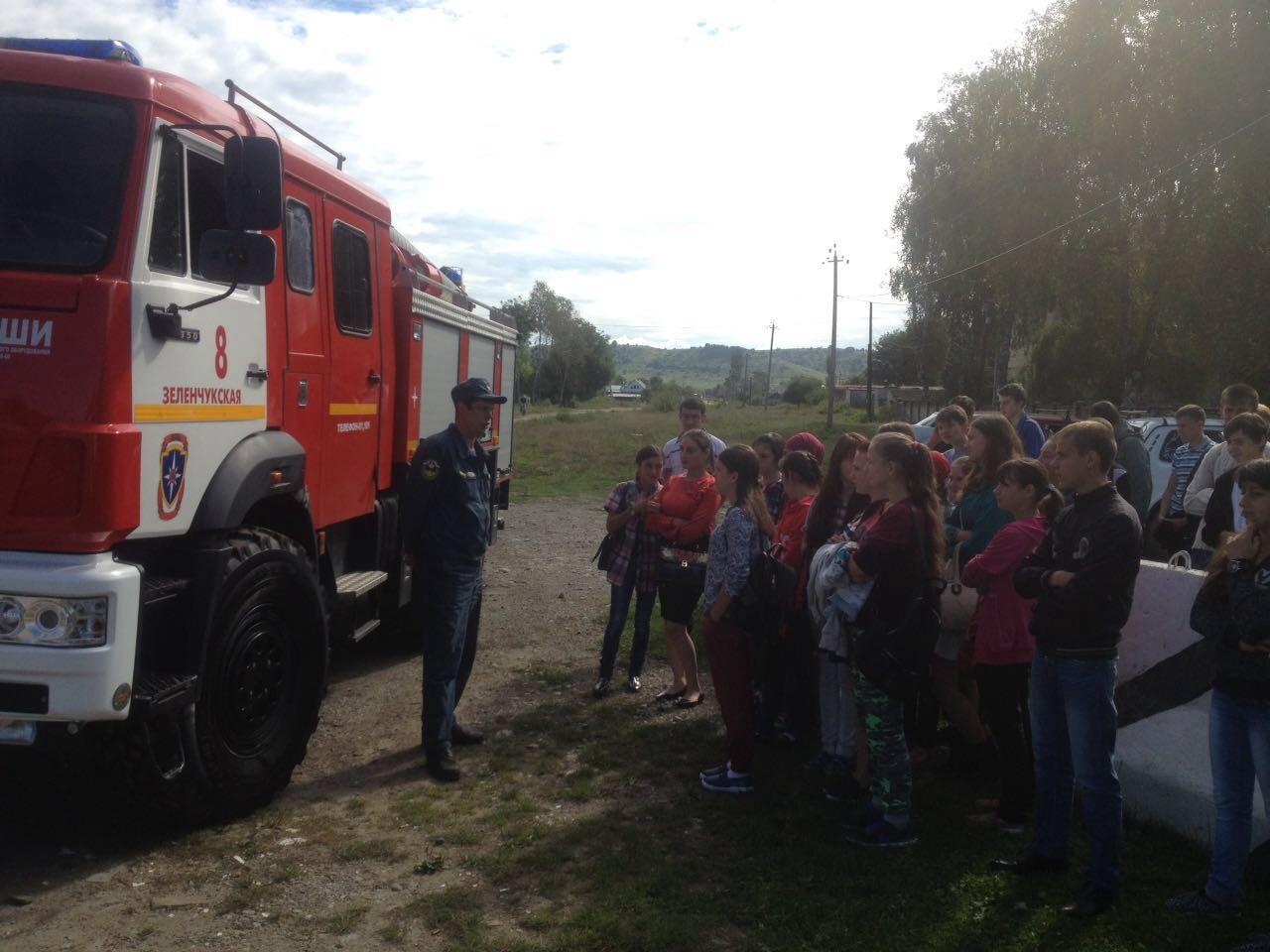 Школьникам станицы Зеленчукской напомнили правила пожарной безопасности
