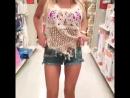 девушка раздевается в магазине .... без комплексов