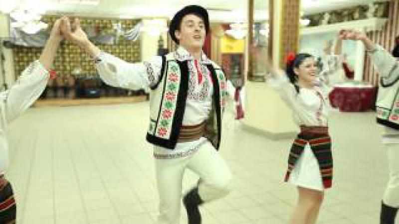 Moldova. Moldavian dances. Dansatori la nunti
