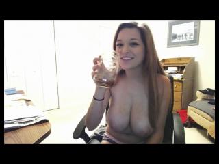 Брюнетка демонстрирует на вебку свои большие сиськи (секс вебка на камеру вирт интим пошлая эротика ххх не порно сиськи )