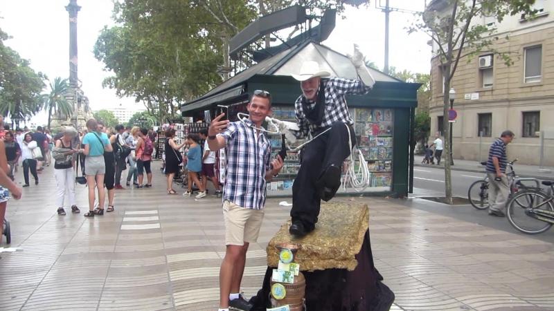 Живая статуя-Ковбой