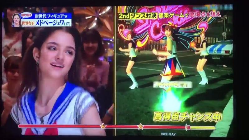 [Я.И.] Женя Медведева танцует под песню AKB48 в костюме Сэйлор Мун на японском шоу