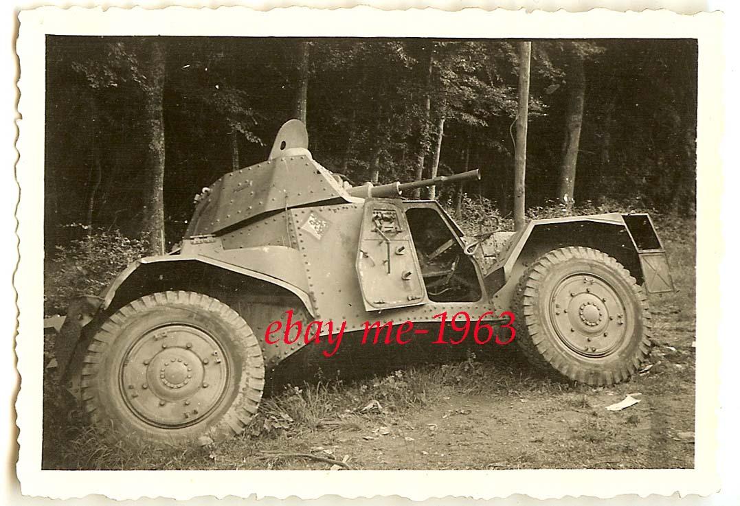 """Подбитый французский бронеавтомобиль """"Панар-178""""."""