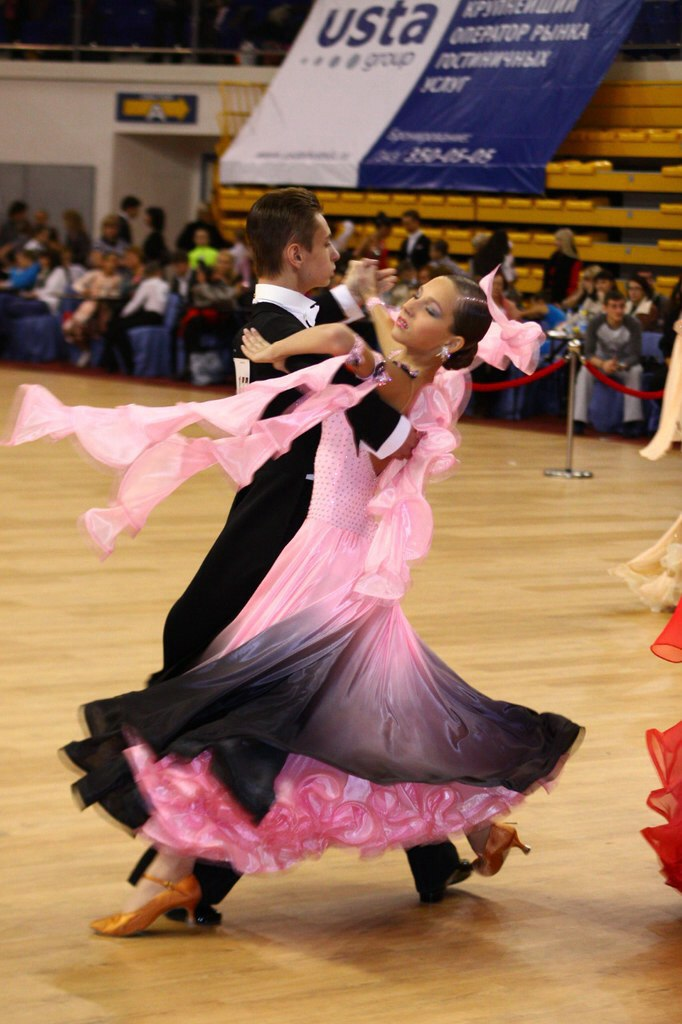 Бальное платье для танцев б у