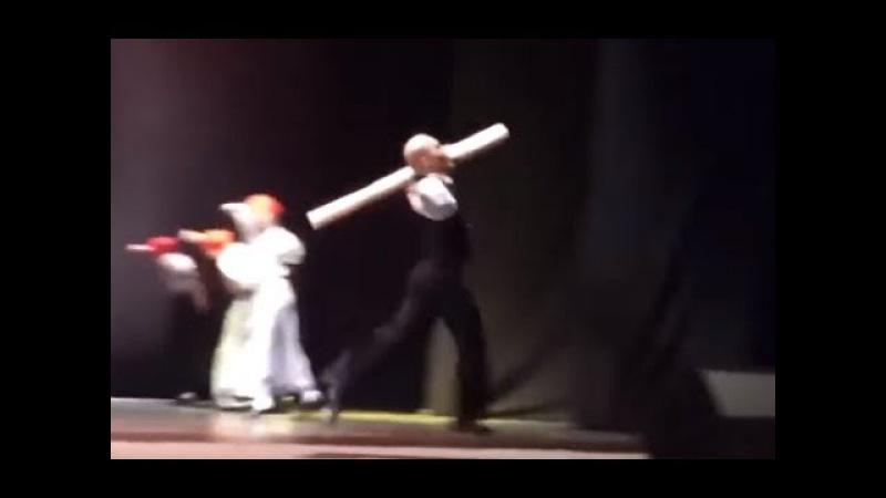 Ленин и бревно - танец из балета «Серп и молот»