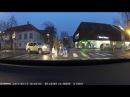 Помог, блин! - Эстонец хотел перевести бабушку через дорогу, но забыл про ручник