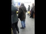 пьяный дед в супермаркете 31 декабря