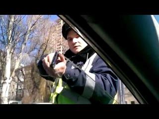 Гаишник угрожает водителю ПИСТОЛЕТОМ!