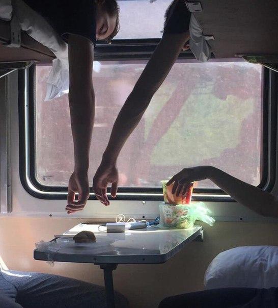 Видео подругу в поезде ваша