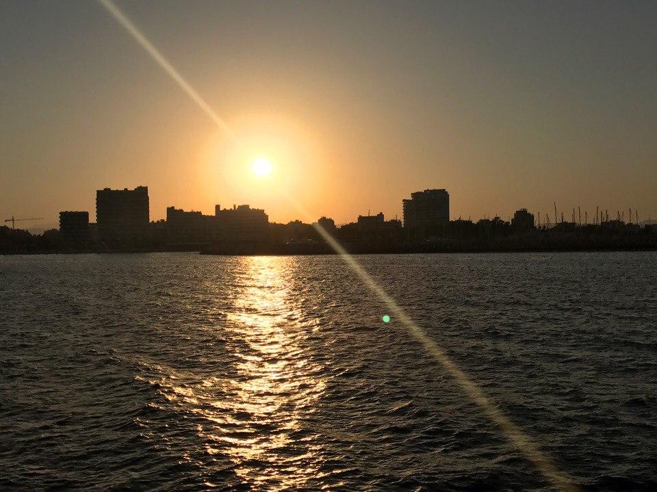 Вечерняя Ларнака вид с моря