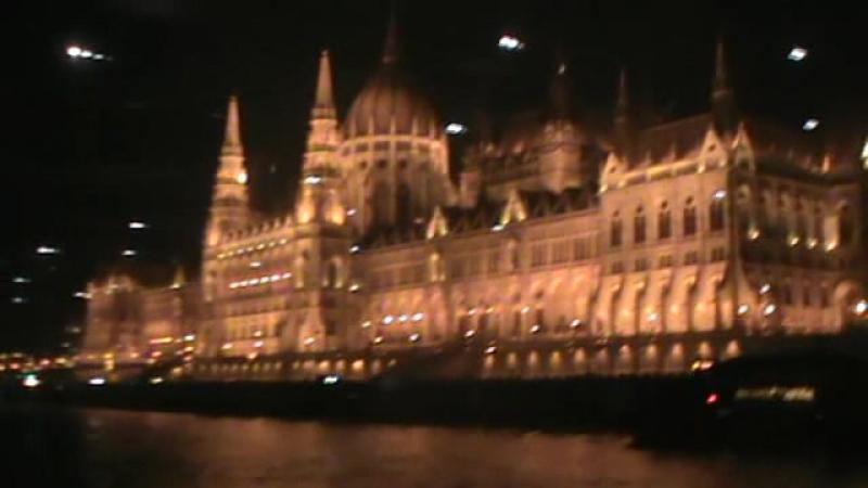 Новорічна таємничо-магічна прогулянка-екскурсія на кораблику по Дунаю в Будапешті. З шампанським. 2 січня 2017.