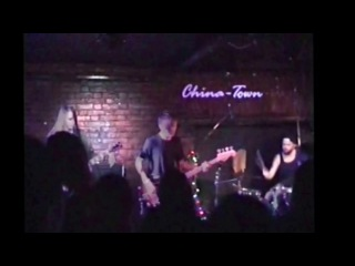 Iwantsummer – Everybody Sleeps Now (live at China Town, Moscow)