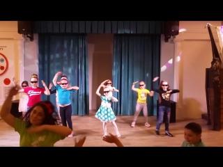 Выпускной в Кидо!Девочки танцуют!