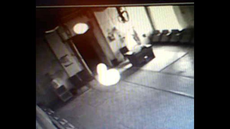 Реальное приведение с камеры видеонаблюдения у меня на работе