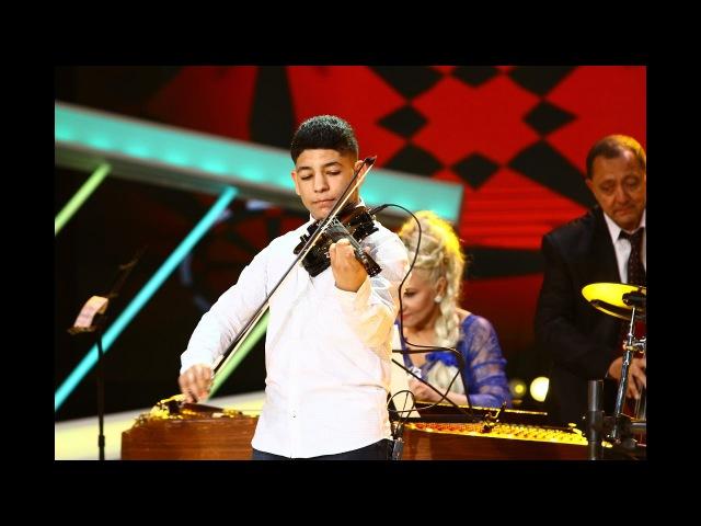 A rupt vioara în două! Pe scena de la Next Star, Mihai Ştefan a cântat senzaţional la vioară!
