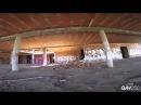 От первого лица Скоростной полет квадрокоптера по заброшенному зданию