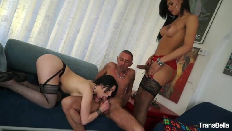 Wild Threesome With Hot Tranny And Beautiful Italian Babe Luna