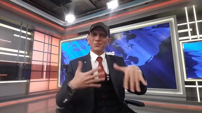 Турок изъясняется на жестовом языке, но...