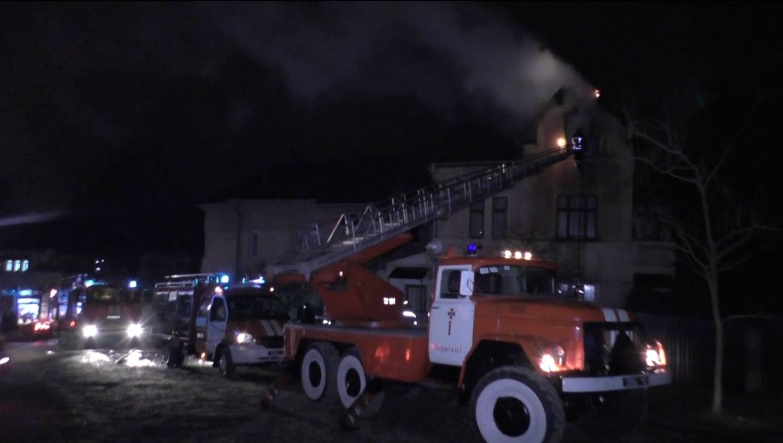 Недбалий ремонт: у Чернівцях загорілася квартира у багатоповерхівці